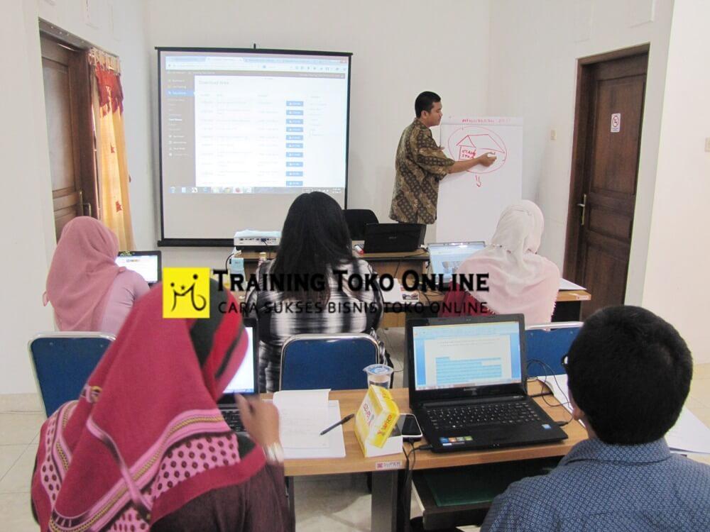 Training Toko Online bersama Sri Jabat Kaban