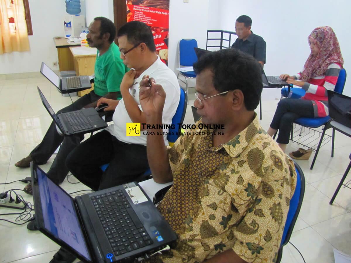 Aktivitas tanya jawab peserta training toko online