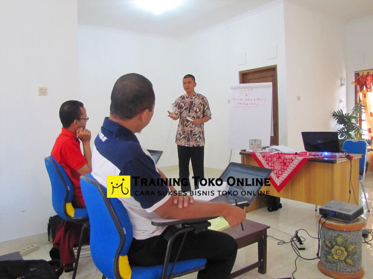 Antusias peserta dalam pelatihan toko online