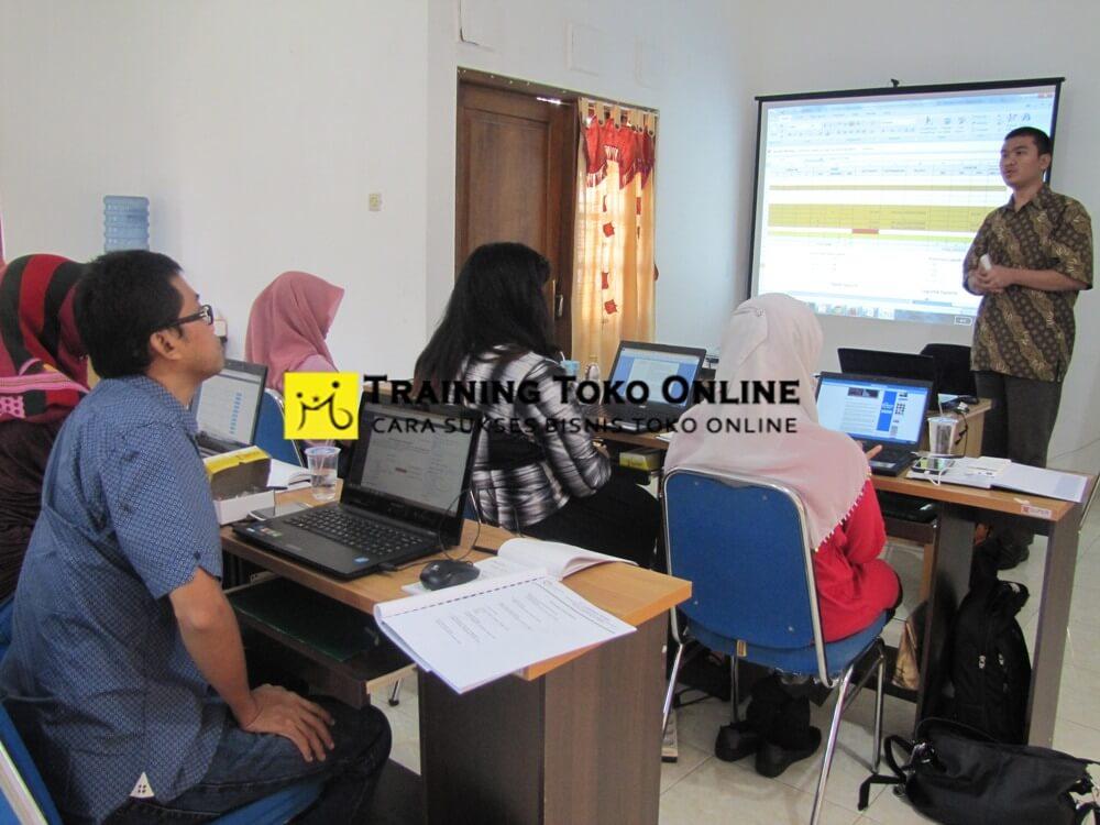 Antusias peserta training toko online