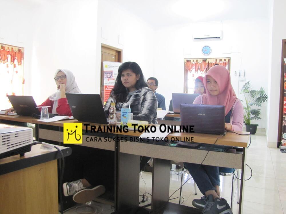 Kelas training toko online