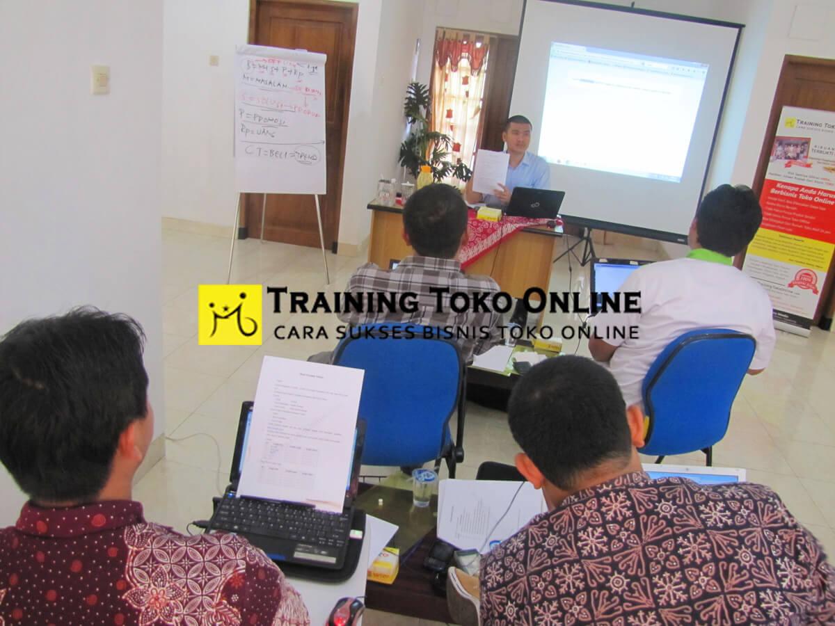 Sesi tanya jawab peserta training toko online