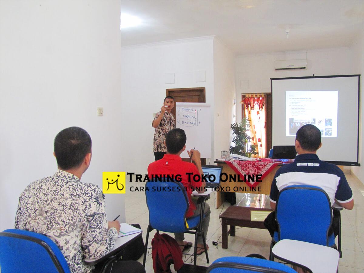 Sesi tanya jawab peserta training