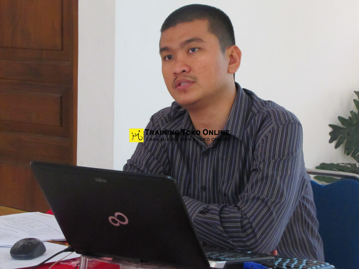 Sri jabat kaban pemateri training toko online