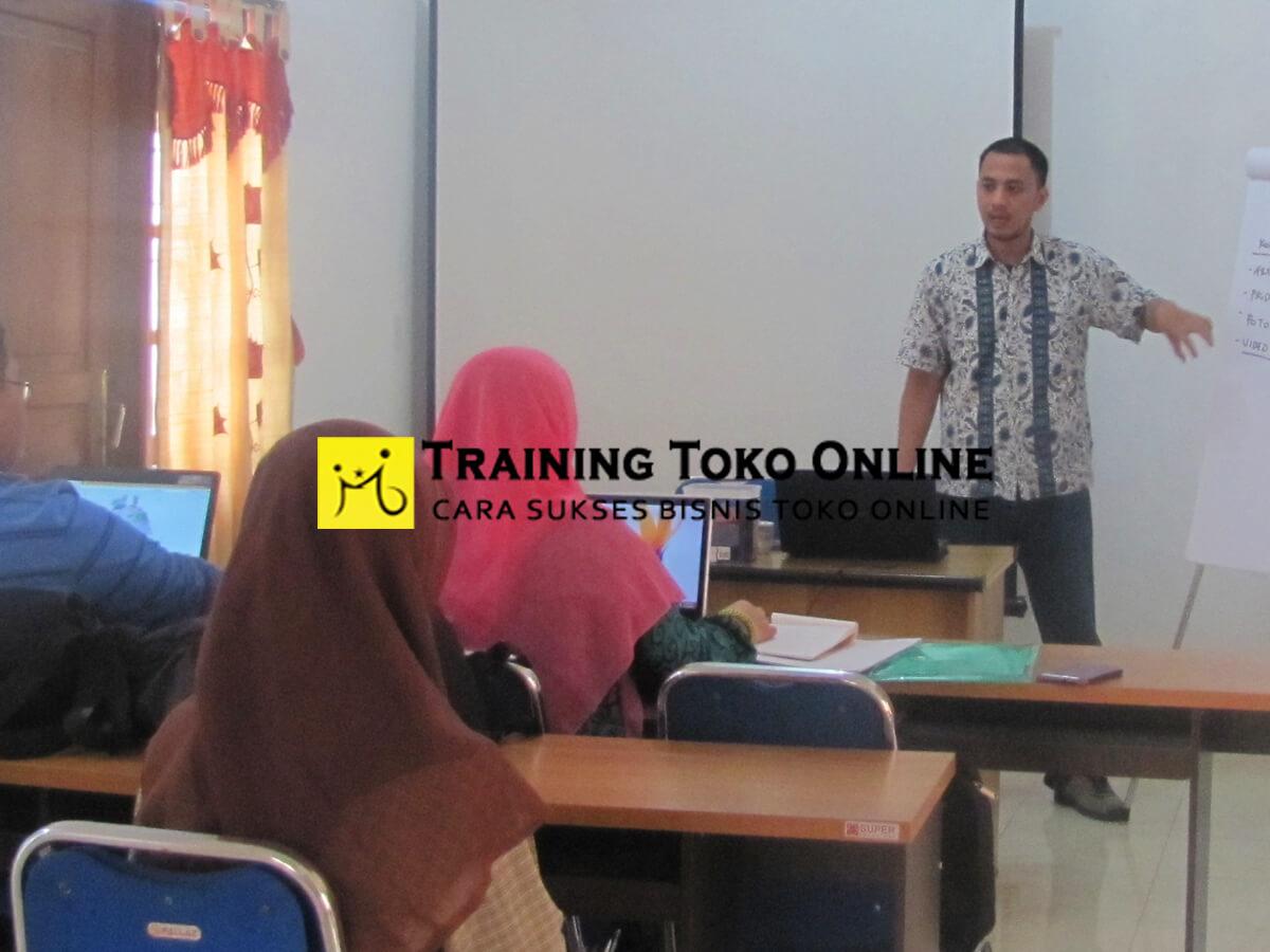 Training toko online bersama Bapak Rakmatniwa